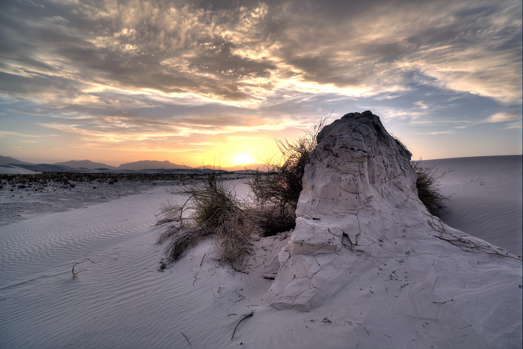 IMAGE: http://khb.smugmug.com/Landscapes/New-Mexico/White-Sands-2013-05-04/i-HspqpDQ/0/XL/5D3_2298_299_300_301_tonemapped_wb_adjusted-XL.jpg
